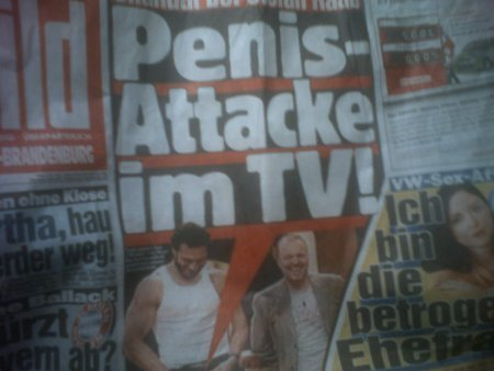 Penis Attacke im TV